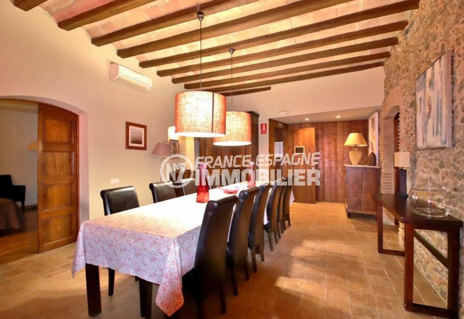 agence immobiliere palau saverdera: villa 581 m², salle à manger avec table de 12 personnes