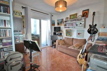 appartement à vendre à rosas espagne, 2 chambres 72 m², grand salon/salle à manger, carrelage au sol, climatisation