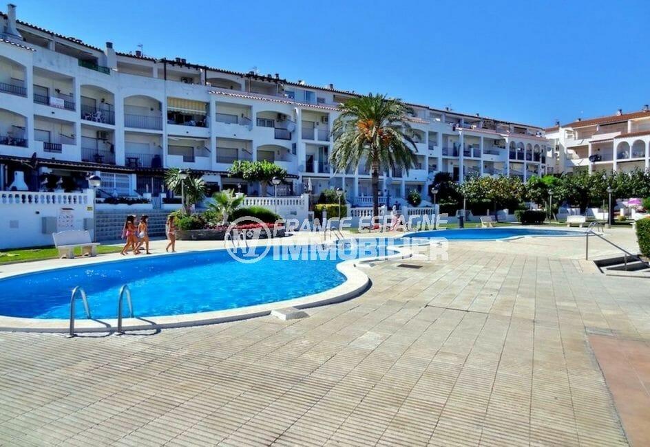 appartement à vendre empuriabrava, secteur prisé, vue sur la piscine communautaire