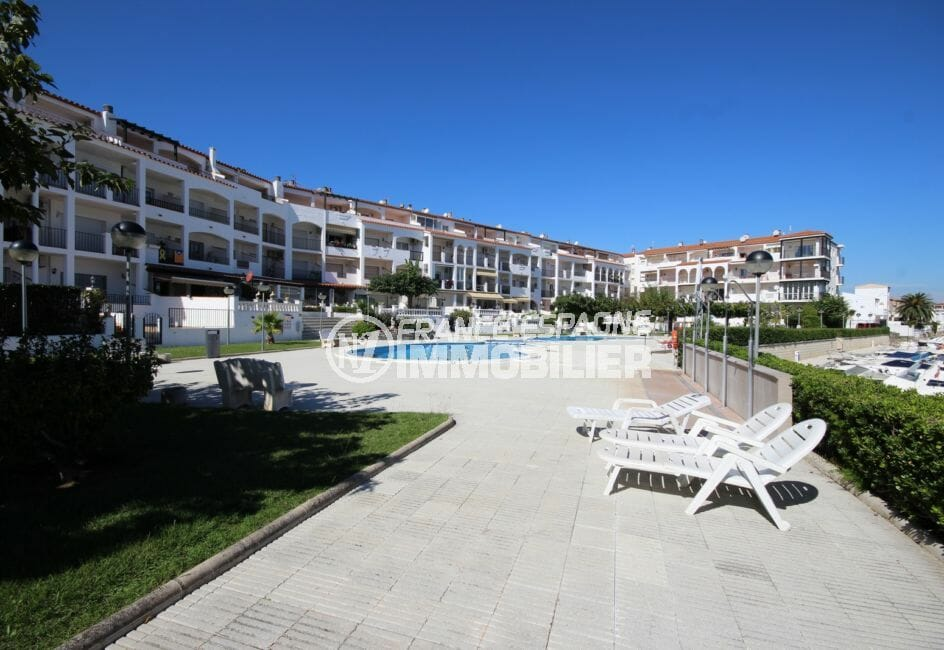 appartement empuria brava, parking, aperçu de la piscine communautaire, vue canal