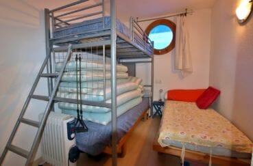 appartement à vendre à rosas espagne, parking, deuxième chambre lits superposés et lit simple