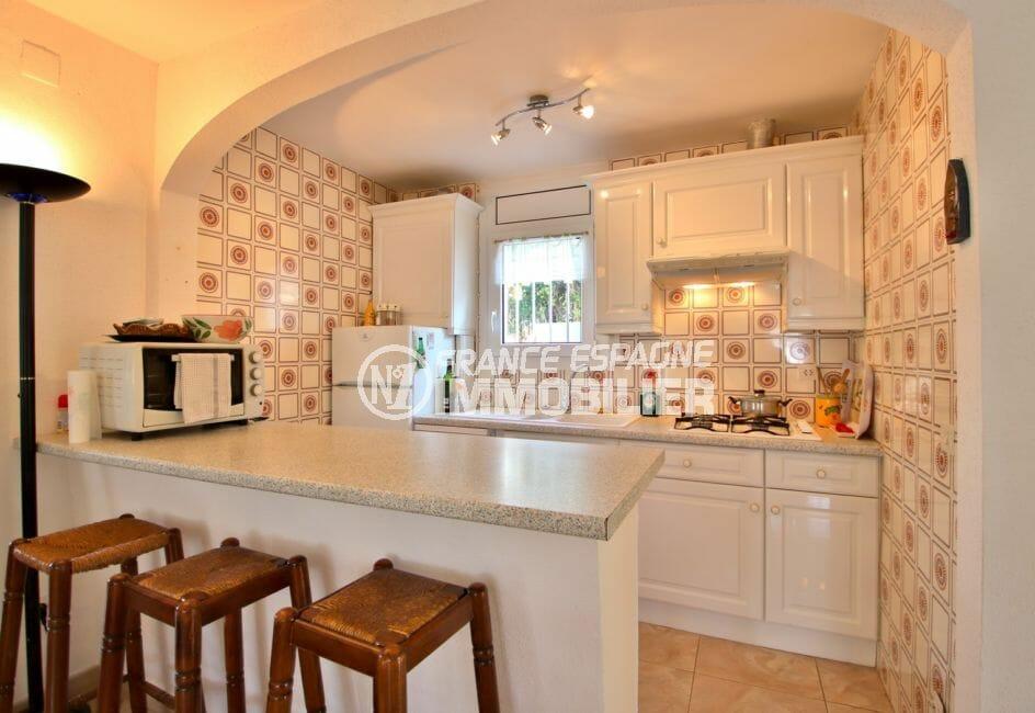maison a vendre a empuriabrava, garage, cuisine ouverte équipée avec rangements