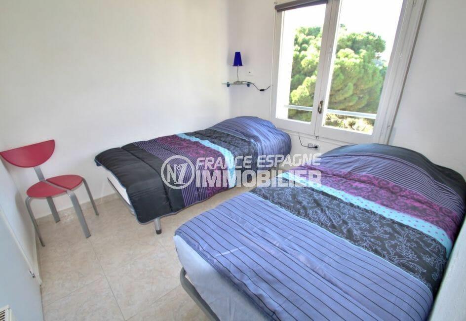 appartement à vendre à rosas espagne, parking, deuxième chambre avec deux lits simples
