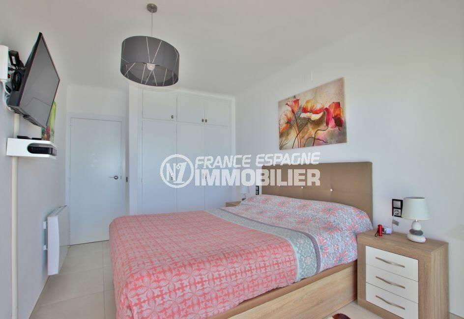 acheter appartement rosas, parking, première chambre lit double avec placards