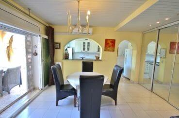 acheter maison empuriabrava, amarre, salon / séjour avec cuisine semi ouverte