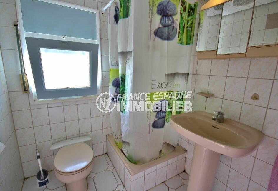 acheter maison empuriabrava, parking, première salle d'eau avec douche, vasque et wc