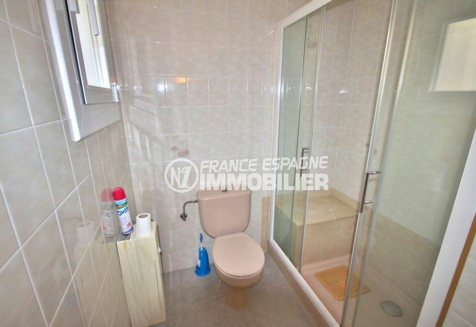 appartement à vendre à rosas espagne, garage, deuxième salle d'eau avec douche et wc