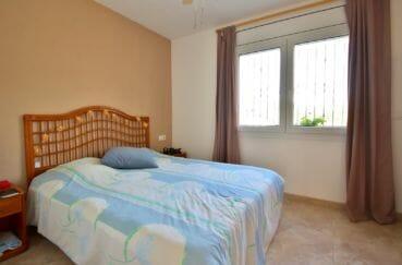 achat maison empuriabrava, possibilité amarre, première chambre lumineuse avec lit double
