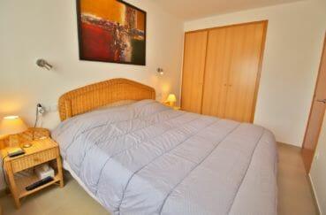 acheter appartement rosas, vue marina, première chambre avec lit double et placards
