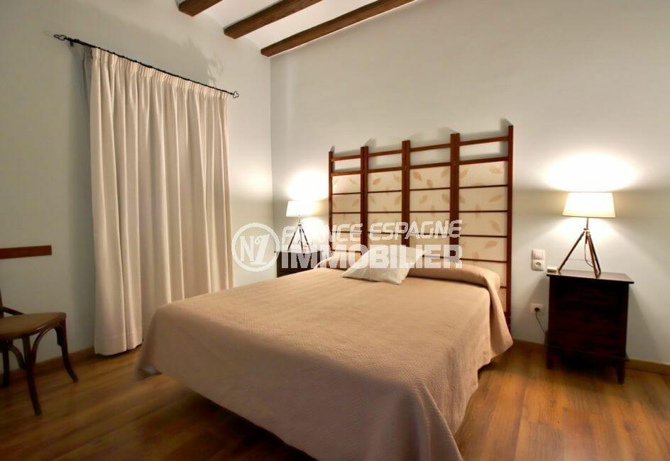 vente immobiliere costa brava: villa 581 m², première suite parentale avec lit double