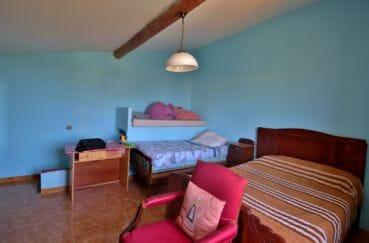 vente immobilière rosas: villa 91 m², deuxième chambre avec 2 lits et un bureau