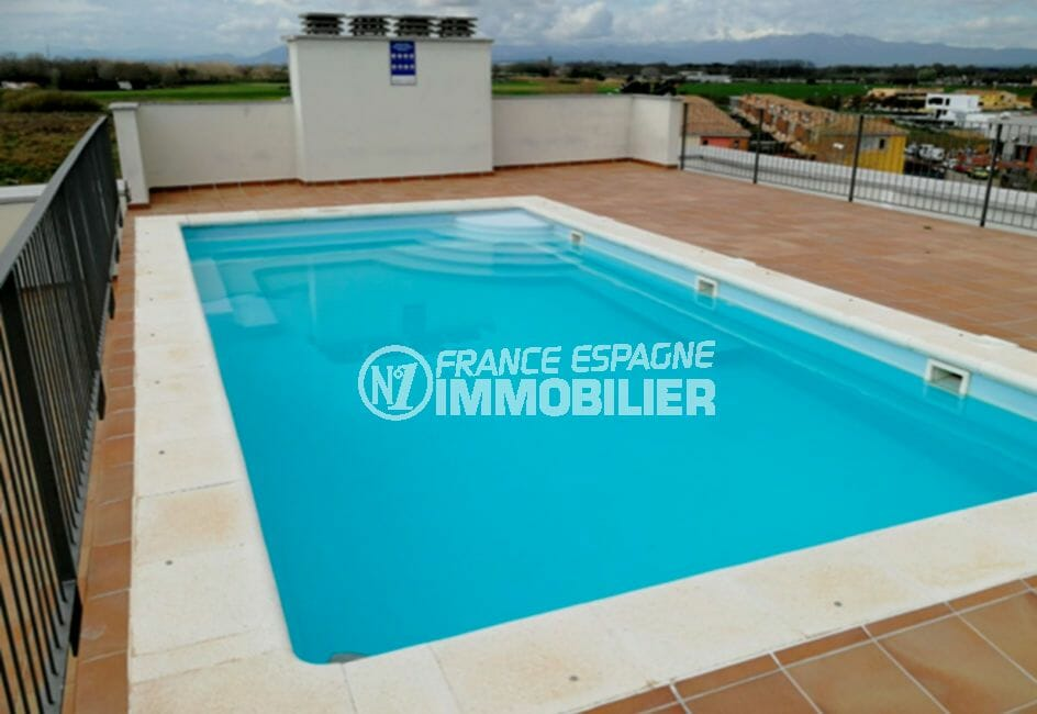 la costa brava: appartement58 m², aperçu de la piscine communautaire de la résidence