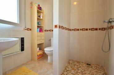 acheter maison empuriabrava, proche plage, première salle d'eau avec douche, lavabo et wc