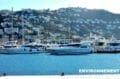 vue sur les voiliers et embarcadères aux alentours