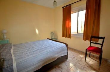 achat maison rosas espagne, garage, troisième chambre lumineuse avec lit double