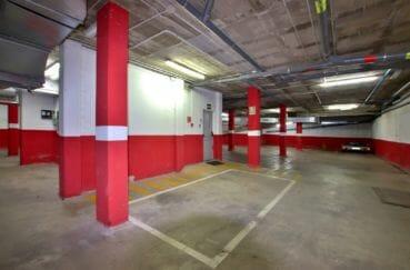 appartement a vendre costa brava, proche commerces, aperçu du parking privé en sous-sol