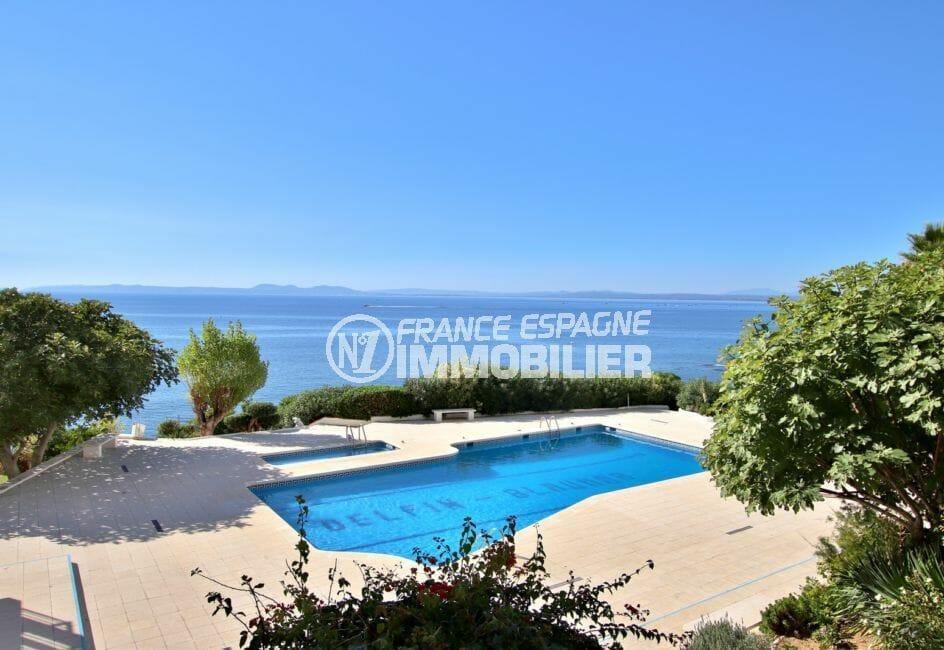 vente appartement rosas espagne, 64 m², aperçu de la piscine communautaire et ses extérieurs