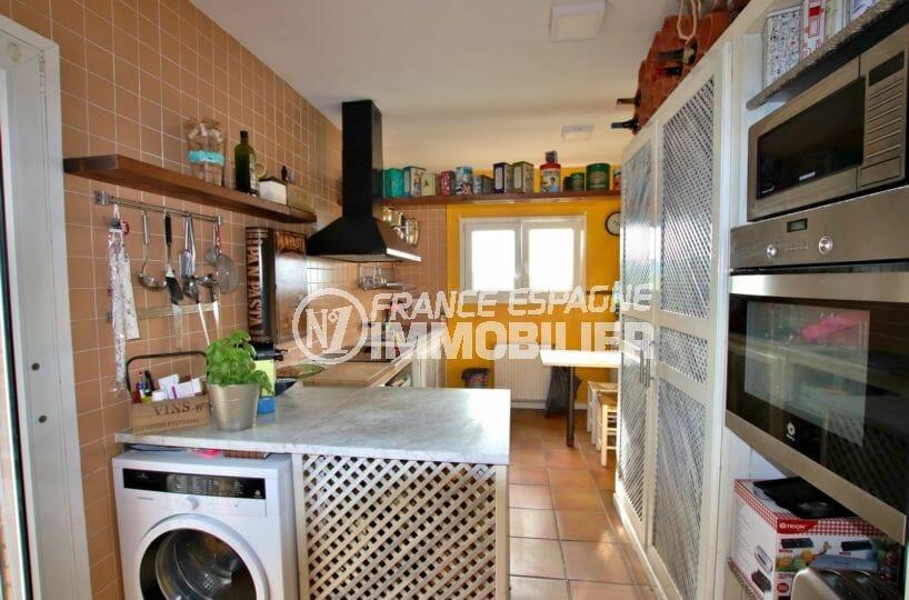 vente immobilière rosas: villa 154 m², cuisine semi ouverte équipée avec rangements