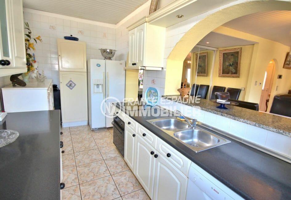 vente empuriabrava: villa 172 m², cuisine américaine équipée avec rangements