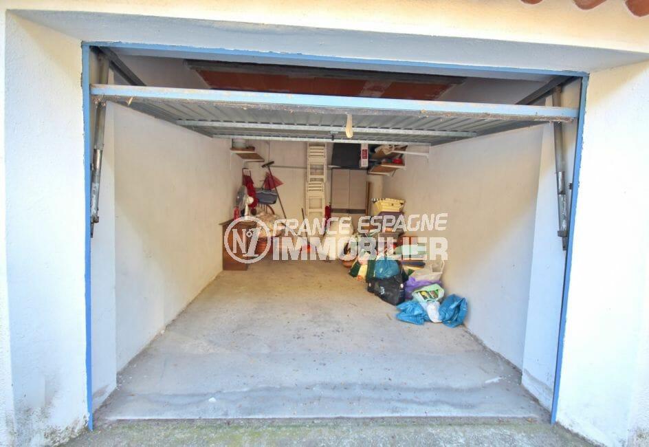 vente appartements rosas espagne, vue mer, aperçu du garage de 15 m² avec rangements