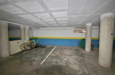 acheter appartement rosas, piscine, aperçu de la place de parking en sous-sol