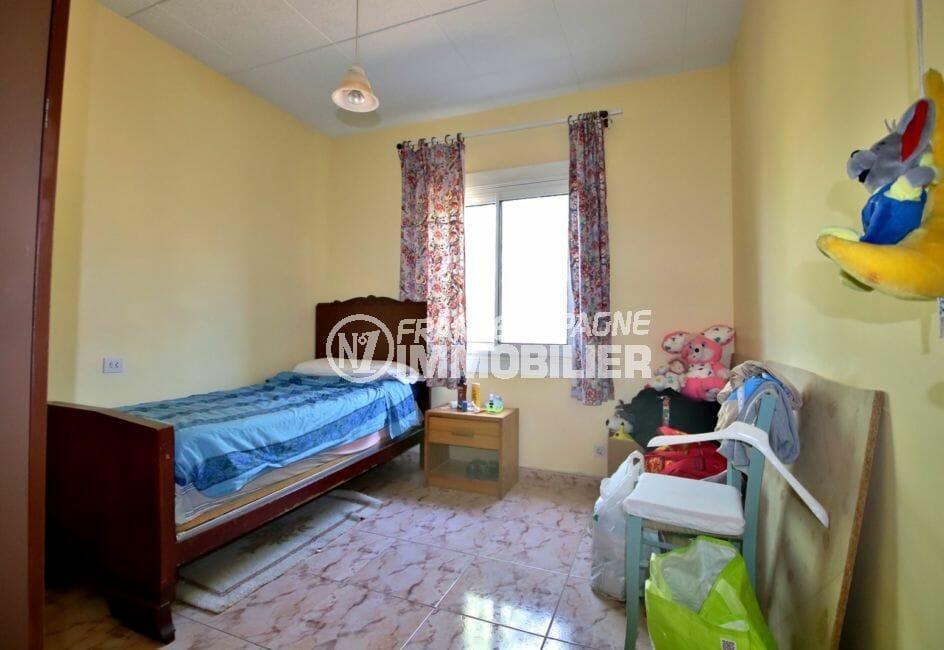 vente maison rosas espagne, proche plage, quatrième chambre avec un lit simple