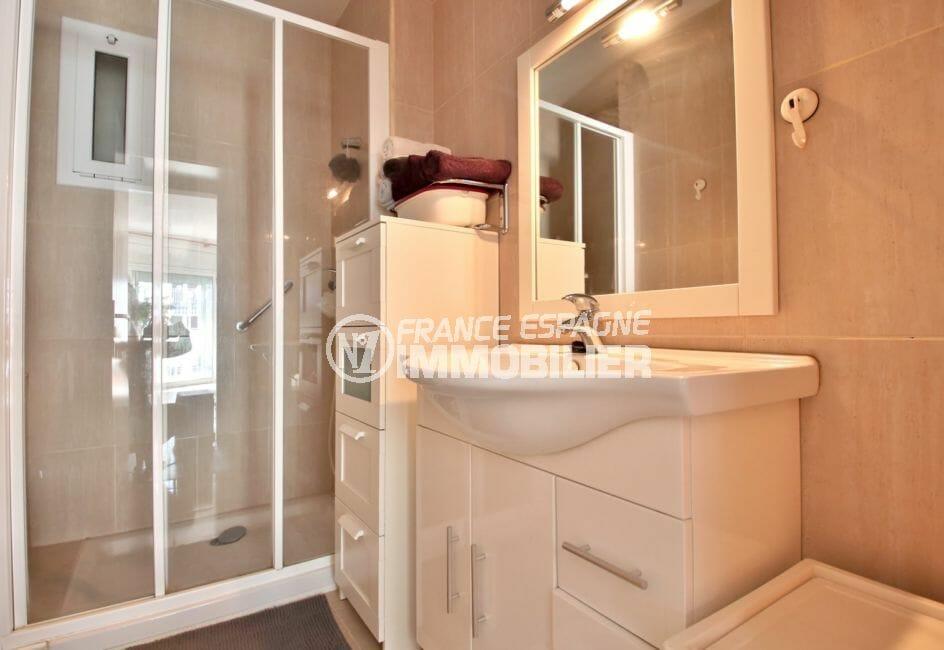 rosas immo: appartement 78 m², salle d'eau avec douche italienne