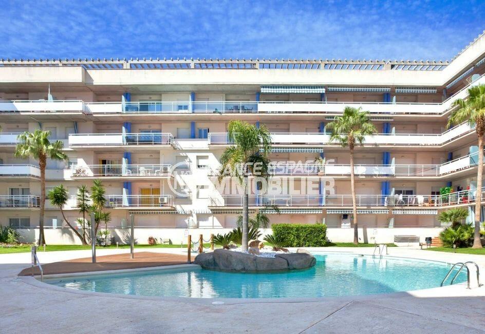 appartement rosas vente, proche plage, résidence avec piscine communautaire