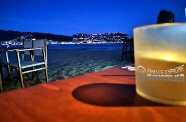 terrasses de restaurants / bars sur la plage aux environs