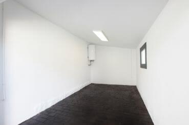 vente immobilière rosas: villa 105 m², garage de 15 m², et parking cour intérieur