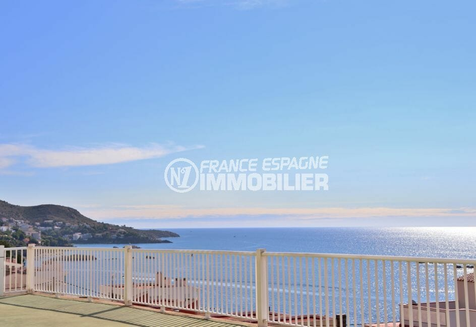 appartement rosas vente, ref.4037, aperçu de la mer depuis le parking privé