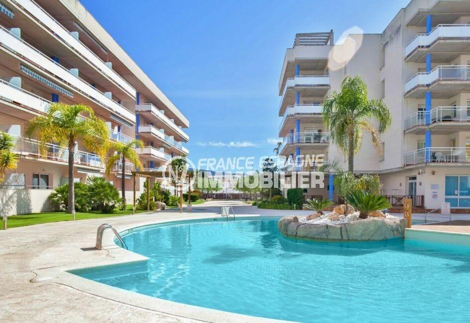 vente immobilière rosas: appartement 50 m², vue sur la piscine et ses extérieurs