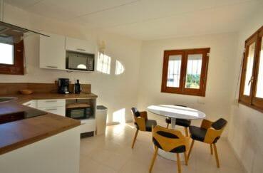 maison a vendre empuriabrava avec amarre, appartement indépendant avec cuisine coin repas