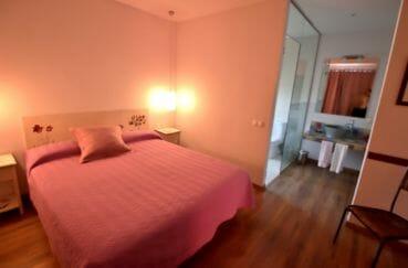 costabrava immo: villa chambes d'hôtes, 4ème suite parentale avec salle d'eau attenante