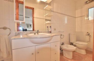 immo center rosas: villa 260 m², salle d'eau avec meuble vasque, wc et bidet