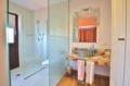 costa brava house: villa de charmes, salle d'eau attenante de la 4ème suite parentale