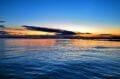 magnifique couché de soleil sur la mer à proximité