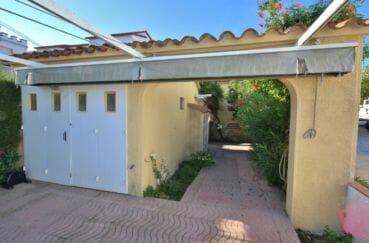 maison a vendre espagne bord de mer, piscine, garage de 18 m² et parking cour intérieure