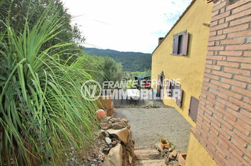 maison a vendre espagne catalogne, parking, terrain de 1260 m² avec vue dégagée sur montagnes