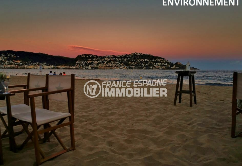 couché de soleil sur la plage aux environs