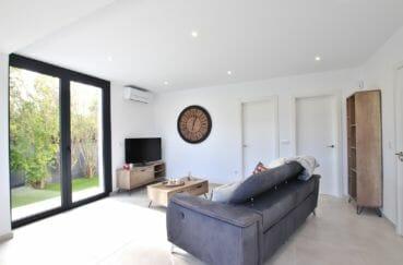 maison roses, 3 chambres 105 m², double séjour, grande baie vitrée