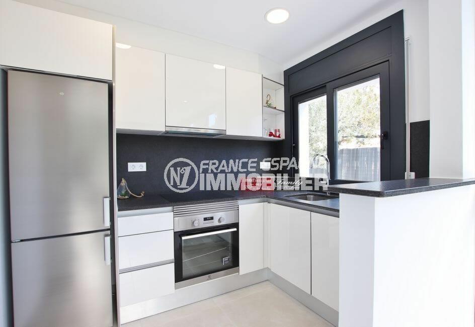 agence immobiliere costa brava, 3 chambres 105 m², cuisine américaine meublée et équipée