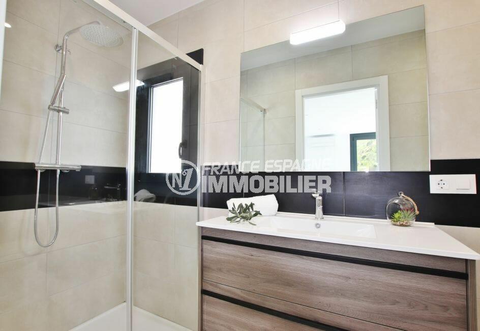 roses immobilier, 3 chambres 105 m², 1° salle de bain avec douche italienne et wc