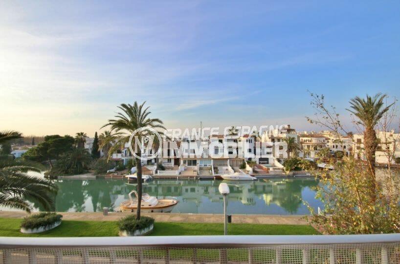 appartement empuriabrava: appartement rénové 2 pièces 37 m², terrasse vue canal, proche plage et commerces