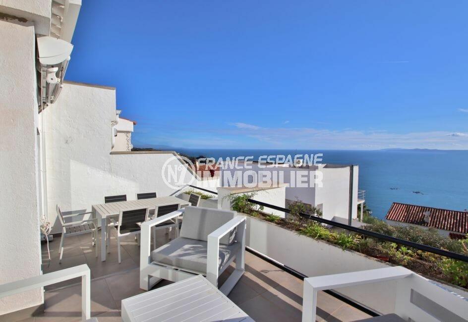 vente appartement rosas, secteur prisé, superbe vue mer, patio et garage, proche plage