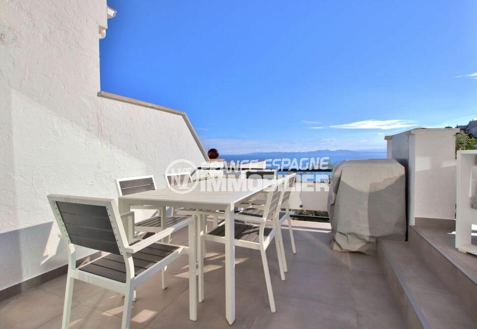 immo roses: appartement 79 m², terrasse de 19 m² avec superbe vue mer