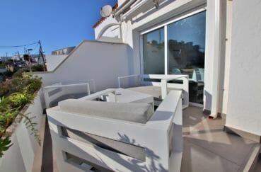 agence immobiliere costa brava: appartement 79 m², espace détente depuis la terrasse de 19 m²