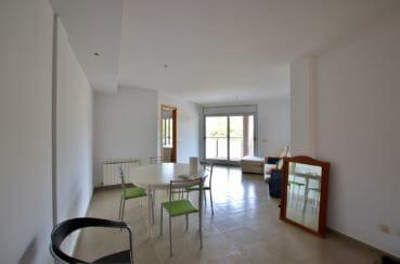 vente appartement rosas 108 m², salon/salle à manger avec accès terrasse ouverte 26 m²