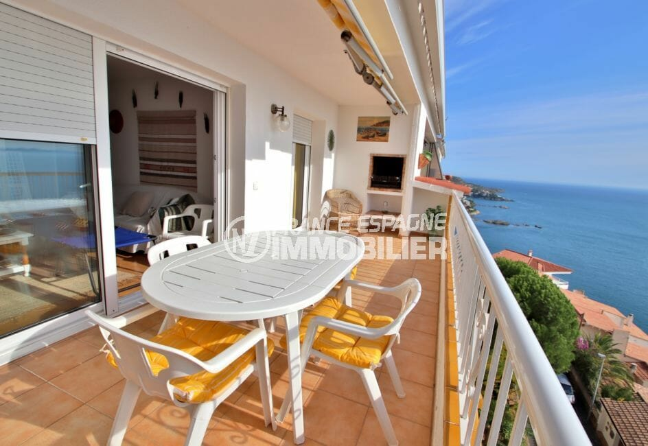 agence immobilière costa brava: appartement 67 m²; terrasse de 19 m² avec coin repas et barbecue