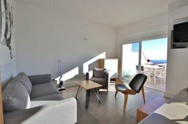 agence immobilière costa brava: appartement 79 m², salon / séjour lumineux accès terrasse